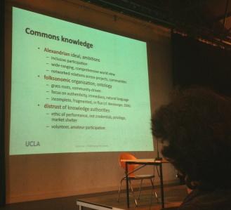En del af egenskaberne ved 'commons knowledge' ifølge Leah Lievrouw
